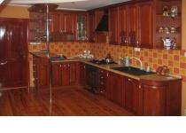 Кухонная мебель (мебель для кухни) с фасадами из натурального дерева