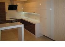 Кухонная мебель (мебель для кухни) с шпонированными и крашенными фасадами