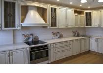 Кухня 18 нашего производства, фасады крашенные патинированные