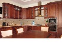 Кухня на заказ 2 нашего производства с деревянными фасадами