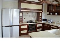 Кухня на заказ 3 нашего производства с деревянными фасадами