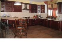 Кухня на заказ 5 нашего производства с деревянными фасадами
