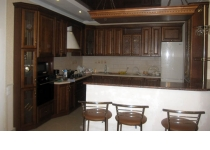 Кухня на заказ 9 нашего производства с деревянными фасадами