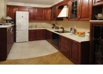 Кухня на заказ 10 нашего производства с деревянными фасадами