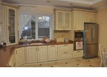 Кухня на заказ 13 нашего производства с деревянными фасадами