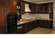 Кухня на заказ 14 нашего производства с деревянными фасадами