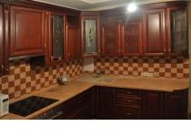 Кухня на заказ 16 нашего производства с деревянными фасадами