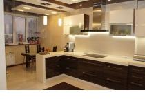 Кухня на заказ 4 нашего производства с комбинированными фасадами