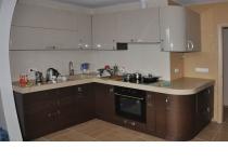 Кухня на заказ 7 нашего производства с комбинированными фасадами
