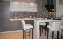 Кухня на заказ 11 нашего производства с комбинированными фасадам