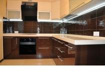 Кухня на заказ 17 нашего производства с комбинированными фасадам