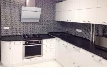 Кухня на заказ 16 нашего производства с пленочными фасадами