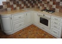 Кухня на заказ 21 нашего производства с деревянными фасадами
