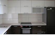 Кухня на заказ 27, с крашенными и шпонированными фасадами